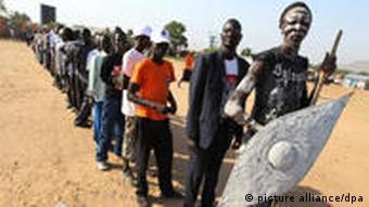 صف مردم برای رای دادن به استقلال جنوب سودان
