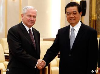 Robert Gates with Chinese President Hu Jintao prior to their meeting at the Great Hall of the People in Beijing