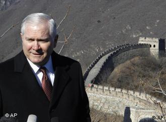 US Defense Secretary Robert Gates at the Great Wall on January 12