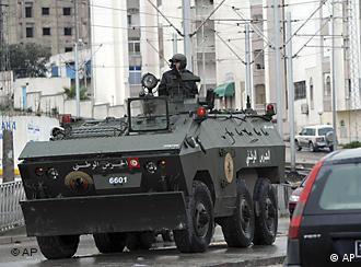 حضور سنگین نیروهای ارتش در خیابانهای پایتخت تونس