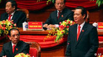 Vietnamese Prime Minister Nguyen Tan Dung delivers speech at the opening ceremony of the 11th National Congress of Communist Party of Vietnam in Hanoi