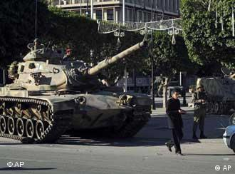 Panzer in Tunis (Foto: AP)