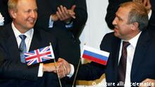 BP and Rosneft announcement.BP Chief Executive Bob Dudley (left) and Rosneft Chief Executive Eduard Khudainatov shake hands after signing an agreement to take a 5% stake in each others companies as part of a share swap during a press conference at BP headquarters in London. Picture date: Friday January 14, 2010. See PA story CITY BP. Photo credit should read: Sean Dempsey/PA Wire URN:10028303