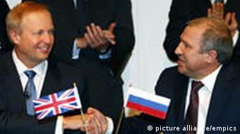BP CEO Dudley (left) and Rosneft head Khudainatov