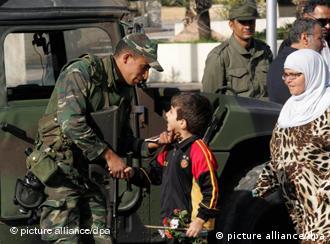 غالبية الشعب التونسي ترى أن الجيش قد لعب دورا بطوليا خلال الثورة