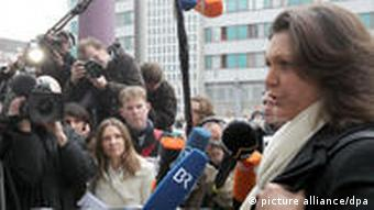 Ilse Aigner standing in front of the press pack