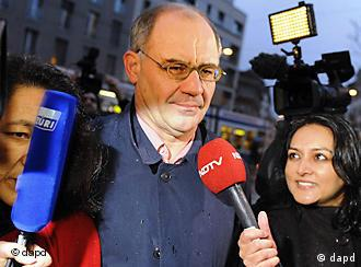 Rudolf Elmer surrounded by microphones
