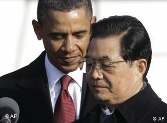 Hu Jintao at microphone with Obama behind