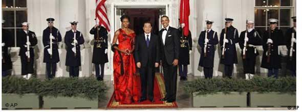 Hu Jintao, eingerahmt vom amerikanischen Präsidentenpaar (Foto: AP)