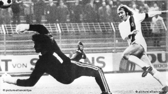 Βρέχει γκολ και η Γκλάντμπαχ κερδίζει τη Φράιμπουργκ με 7-1 σε αγώνα για το κύπελο Γερμανίας το 1972