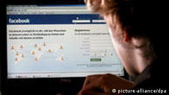 Facebook-Nutzer am PC