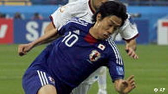 Japan's Shinji Kagawa, front, controls the ball
