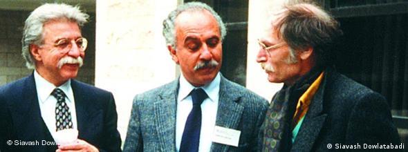 از چپ: ناصر رحمانینژاد، داریوش آشوری و محمود دولتآبادی در حاشیهی یک کنفرانس خارج از کشور