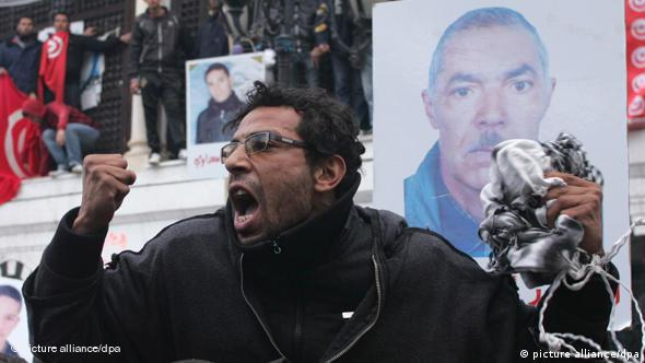 Aufgebrachter Demonstrant in Tunis (Foto: dpa)