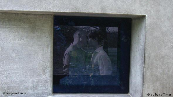 Частина пам'ятника переслідуваним нацистам гомосексуалам у Берліні