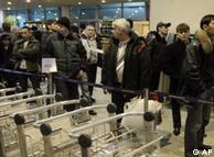 کنترل مسافران پس از حمله تروریستی