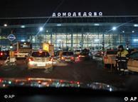 فرودگاه دامادیدووا پس از  انفجار بمب