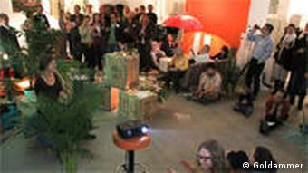 In fröhlicher Stimmung lauschen die Gäste den Vorträgen und Darbietungen der Teilnehmer (Foto: Manja Goldammer)