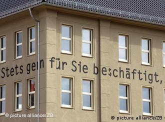 Miejsce pamięci Holocaustu-Topf & Söhne w Erfurcie. Zawsze do państwa usług. W ten sposób firma podpisywała korespondencję z kierownictwem budowy SS.