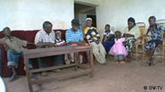 Viele Tansanier hoffen auf mehr Wohlstand (Bild: DW)