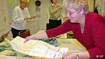 Stimmen werden ausgezählt in Dresden