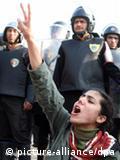 حضور زنان در تظاهرات ضد دولتی در قاهره چشمگیر توصیف شده است.