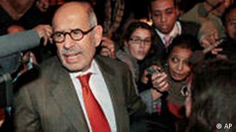 Mohamed El Baradei Mohamed ElBaradei Ankunft in Kairo Proteste gegen das Mubarak Regime Ägypten