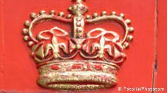 Goldene Krone auf rotem Hintergrund Krone