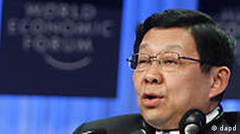 China's Minister of Commerce Chen Deming speaks during a session at the World Economic Forum in Davos, Switzerland on Thursday, Jan. 27, 2011. Focus shifts on Thursday to the future of the euro and the issue of climate change. (Foto:Virginia Mayo/AP/dapd)
