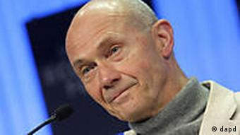 Director-General of the World Trade Organization Pascal Lamy speaks during a session at the World Economic Forum in Davos, Switzerland on Thursday, Jan. 27, 2011. Focus shifts on Thursday to the future of the euro and the issue of climate change. (Foto:Virginia Mayo/AP/dapd)