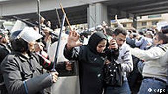 Ägypten Proteste Polizei in Kairo Demonstranten Frau