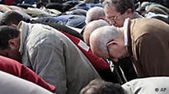 El Baradei beim Freitagsgebet in Kairo - kurz vor seinem Hausarrest (Foto:AP)