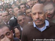 محمد البرادعی در میان تظاهرکنندگان