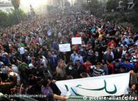 الاحتجاجات رفعت شعار رحيل الرئيس حسني مبارك بعد حكم دام 30 عاما