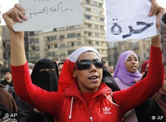 Libertad, piden los manifestantes en las calles de El Cairo.