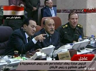 TV estatal mostrou Mubarak ao lado de novo vice, general Omar Suleiman