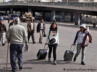 توریستهای خارجی در حال ترک خاک مصر