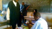 Wähler im Wahllokal in Tahoua Niger