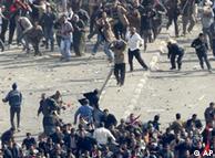 درگیری خونین میان طرفداران و مخالفان مبارک در میدان تحریر قاهره