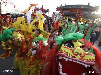 中国人已经不仅仅满足于在国门内欢度春节