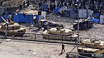 Tahrir Square, tanks, eyptian demonstrators