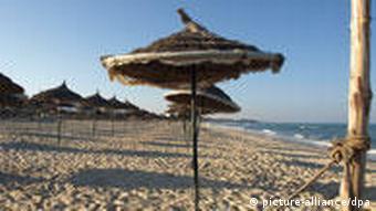 Ein leerer Strand im Urlaubsort Sousse in Tunesien (Foto: dpa)