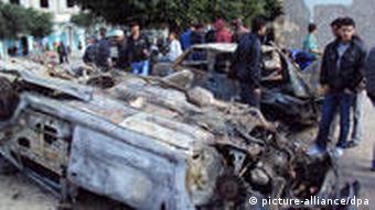 Zerstörtes Auto in Sidi Bouzid (Foto: dpa)