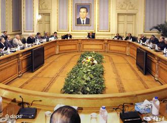 Imagine de la întâlnirea vicepreşedintelui Omar Suleiman cu liderii opoziţiei de la Cairo
