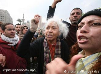 نوال السعداوي: سنحقق ما نريد، فالثورة لا تعرف المستحيل وانا أمضيت حياتي في تحقيق المستحيلات