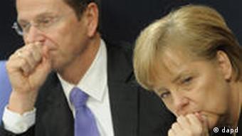 Außenminister Westerwelle und Bundeskanzlerin Merkel auf der Regierungsbank im Bundestag (Foto:dapd)