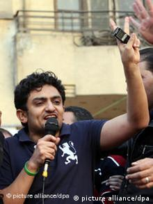 Wael Ghonim addressing crowds in Tahrir Square
