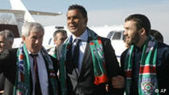Gullit being greeted upon landing in Grozny