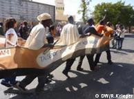 Demonstranten beim Weltsozialforum in Dakar (Bild: Renate Krieger)