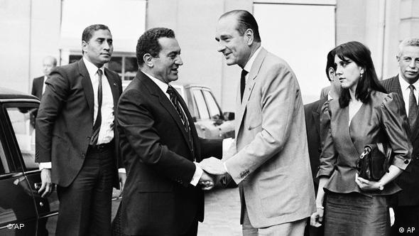 Flash-Galerie Ende Hosni Mubarak Ära bei Jacque Chirac 1986 (AP)